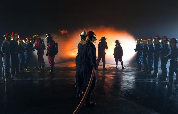 A qualificação necessária para que um profissional possa ministrar aula nos cursos de formação de bombeiro profissional civil esta disciplinada na Norma Brasileira 14.608/07 da ABNT e , em especial, no Estado de São Paulo, também esta regulada pela Portaria nº CCB-008/600/14 do Corpo de Bombeiros de SP.